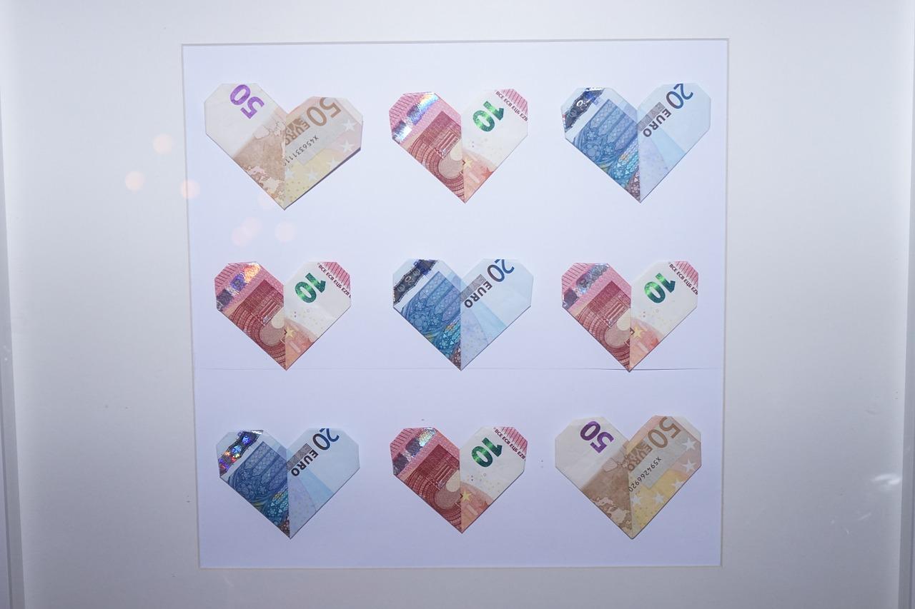 Prý se teď místo svatebních darů dávají peníze. Není to škoda?